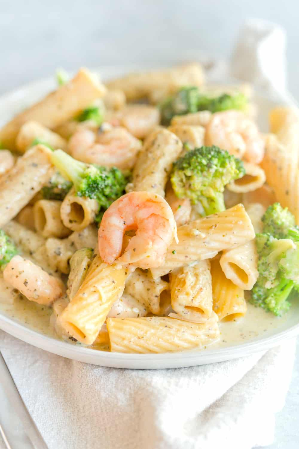 One Pot Lemon Broccoli Pesto Pasta